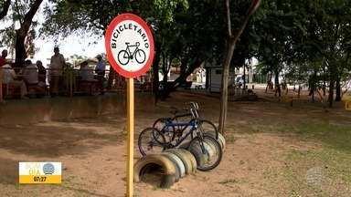 Projeto incentiva o uso de bicicletas em Adamantina - Prefeitura instalou bicicletários pela cidade.