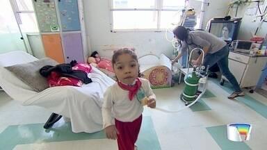 Menina de 5 anos que vive desde os 7 meses em hospital de São José realizou sonho - Ela foi a escola.