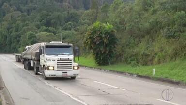 Trechos da BR 040 estão em meia pista entre Petrópolis e Duque de Caxias , no RJ - veja a seguir.