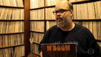 Ed Motta abre as portas de sua casa e mostra coleção de discos - Colecionador compulsivo – já são mais de 30 mil discos de vinil em casa - cantor mostrou todo seu acervo