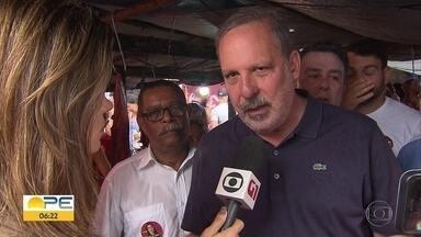 Armando Monteiro fala sobre proposta para feiras livres - Candidato a governador de Pernambuco cumpriu agenda pública no domingo (16)