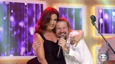 Fátima Bernardes faz dueto com Saulo Fernandes em 'Evidências' - Cantor homenageia a aniversariante com as músicas preferidas de Fátima Bernardes