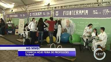 Feira de profissões é atração em universidade de Taubaté - Intenção é ajudar os estudantes na escolha de uma carreira.