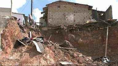 Moradores vítimas de deslizamento de terra em Garanhuns não receberam o auxílio moradia - 23 famílias ficaram prejudicadas após deslizamento próximo ao residencial.