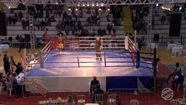 Fim de semana de campeonato de boxe em Campo Grande - Teve atleta defendendo cinturão e até quem está começando no esporte.