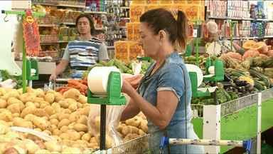 Procon registra queda no preço da cesta básica em Umuarama - Batata foi o item que mais teve queda no preço.