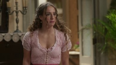 Lídia diz que estão atrasados para o ensaio geral e apressa a família - Cecília conta que deixará o bebê com Nicoletta para poder participar