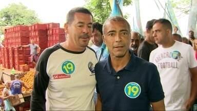 Romário faz campanha em Irajá - Candidato do Podemos, Romário esteve em Irajá, na Zona Norte do Rio.
