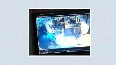 Criminosos tentam explodir agência bancária e trocam tiros com a polícia em Simonésia - Policiais abordaram os criminosos antes da ação após denúncias e houve troca de tiros; um dos bandidos foi baleado e nenhum policial se feriu.