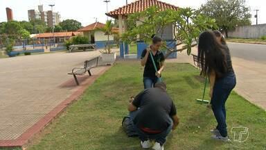Alunos de Gestão Ambiental desenvolvem projeto denominado 'Plantando na praça' - O objetivo é dar um visual mais bonito e agradável aos espaços públicos de Santarém.