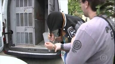 Presa no RJ quadrilha especializada em golpes bancários - Em apenas um ano, os bandidos teriam roubado cerca de R$ 30 milhões. Até um cantor sertanejo estaria envolvido no esquema.