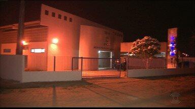 Vigilante é baleado após dupla invadir prédio do TRE-PB para roubar armas - Caso aconteceu na noite na segunda-feira (17), quando o prédio já estava fechado. Um adolescente está internado sob custódia suspeito de participar da ação.