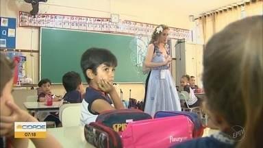 EPTV na Escola: profissionais se vestem de fadas para educar crianças - EPTV na Escola: profissionais se vestem de fadas para educar crianças