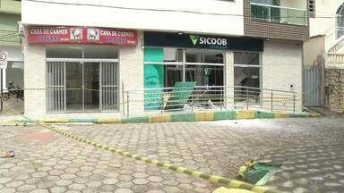 Bandidos explodem caixa de agência bancária em Braúnas - Segundo a Polícia Militar, quatro criminosos participaram da ação; eles fugiram em um carro e ainda não foram presos.