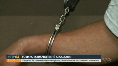 Homem é preso depois de assaltar turista em Foz do Iguaçu - Ele estava com dinheiro e documentos da vítima.