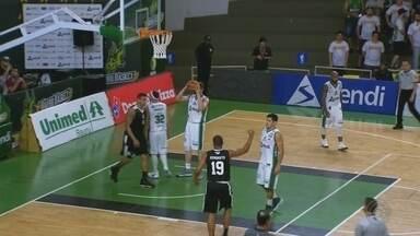 Corinthians derrota o Bauru e volta a sonhar com os playoffs do Paulista de basquete - Timão bate líder por 77 a 70 e segue com chances de ir ao mata-mata do estadual; LSB passa pelo Osasco em casa