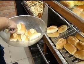 Setor de padarias é afetado com a alta do dólar - Aumento no preço do trigo reflete no preço do pão francês.