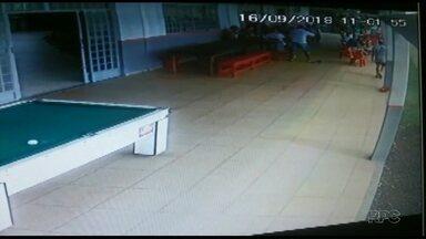 Polícia prende homem que atirou em outro por causa de discussão em jogo está preso - Segundo a polícia, os dois homens se desentenderam durante a partida em um campeonato amador e foram expulsos do jogo pelo árbitro.