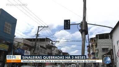 Moradores reclamam de sinaleiras quebradas há mais de 3 meses no bairro do Uruguai - O semáforo fica em frente à uma escola municipal do local.
