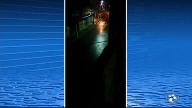 Quadrilha explode agência bancária e destrói caixas eletrônicos em Gravatá - Cerca de oito criminosos participaram da ação na madrugada desta quinta-feira (20).