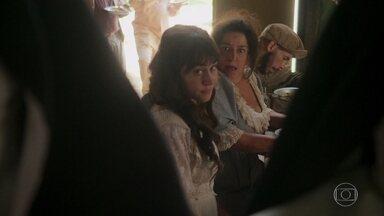 Susana planeja ir ao baile de máscaras com Petúlia - Ela pretende roubar as vestes das freiras que a acolheram para conseguirem entrar na festa