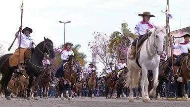 Seis mil cavalarianos desfilam em Alegrete durante celebração pelo 20 de Setembro - Assista ao vídeo.