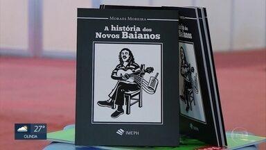 Cantor e compositor Moraes Moreira lança livro em Olinda - Artista contou a história dos Novos Baianos por meio do cordel.