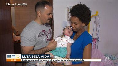 Família luta para conseguir benefício no INSS para tratar bebê com paralisia - A família afirma que os documentos sumiram no INSS; confira na reportagem.