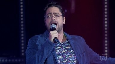 Fernando Caruso canta 'Papai me Empresta o Carro' - Ator recebe algumas críticas dos especialistas, mas segue empolgado