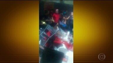 Mezanino de casa de eventos desaba e deixa 26 feridos em SP - A casa de festas estava funcionando sem autorização do corpo de bombeiros. O local está interditado. O evento foi organizado por uma agência de talentos e modelos mirins.