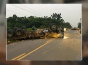 Acidente com caminhão na PA-256 deixou trânsito parcialmente interditado nesta segunda - Via foi liberada ainda nesta manhã.