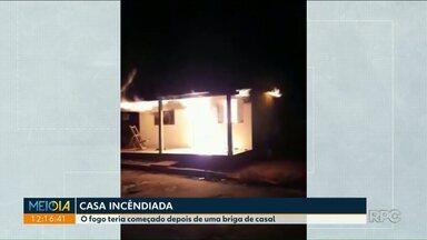 Mulher bota fogo em casa após brigar com marido - Caso aconteceu em Santo Antônio do Caiuá.