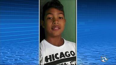 Adolescente morre após cair de veículo durante evento político em Santa Cruz do Capibaribe - Jovem teria saído de casa escondido da avó, com quem ele morava, diz Polícia Civil.