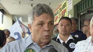 Alberto Fraga (DEM) caminhou pelo Núcleo Bandeirante - O candidato afirmou que, se chegar ao Buriti, vai abrir o posto de saúde da cidade durante 24h e reforçar o monitoramento de câmeras de segurança.