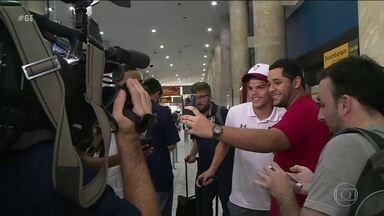 Após vitórias, Fluminense volta ao Rio de Janeiro em clima de paz com a torcida - Após vitórias, Fluminense volta ao Rio de Janeiro em clima de paz com a torcida
