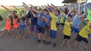Jovens das Moreninhas vão ao brasileiro de atletismo com doação de telespectadora do G.E - Doadora viu reportagem sobre a vaquinha que os atletas organizaram para conseguir o dinheiro para viagem até Fortaleza, no Ceará. Mulher ajudou e não quis se identificar.