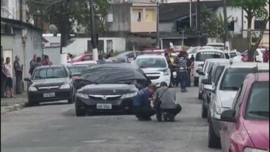 Policial morre após ser alvejado por fuzil em Guarujá - Crime aconteceu na manhã desta quarta-feira (26), no Distrito de Vicente de Carvalho.