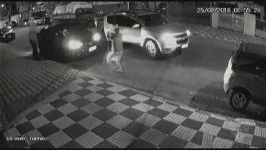 Câmeras flagram ação de criminosos em bairro de Santos - Roubo aconteceu no bairro Campo Grande.