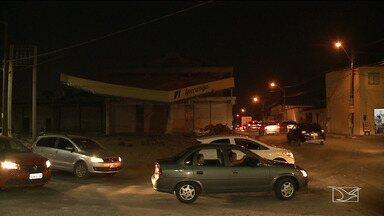 Buracos e falta de iluminação prejudica trânsito em bairro de São Luís - Nem mesmo as intervenções no tráfego conseguiram resolve o problema.