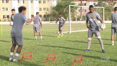 Sampaio inicia preparação para jogo contra o Oeste - Adilson Goiano é um dos jogadores que retornam ao time titular após cumprir suspensão