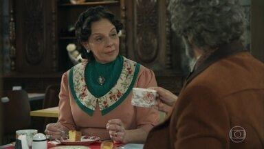 Agustina desconfia das intenções de Amadeu - Dom Sabino diz não se importar com o tipo de trabalho que fará para Amadeu