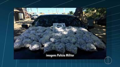 Polícia apreende 6 mil cápsulas de cocaína em terreno em Cabo Frio, no RJ - Assista a seguir.