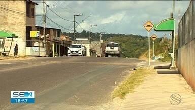 Comunidade da Zona Norte da capital tem sofrido com a falta de ônibus - Segundo eles, a violência e a invasão de passageiros que não pagam a passagem, fizeram com que os veículos parassem de circular.