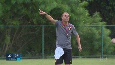 Milton Mendes comanda primeiro treino como técnico do Sport - Missão do treinador é livrar o Leão do rebaixamento para a Série B do Brasileirão.