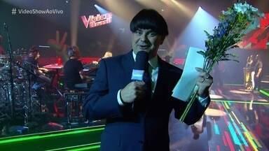 Marcelo Boapessoa mostra os bastidores do ensaio para a final do 'The Voice Brasil' - Repórter tenta entregar flores para Ivete Sangalo e acaba não conseguindo mostrar os detalhes musicais do ensaio