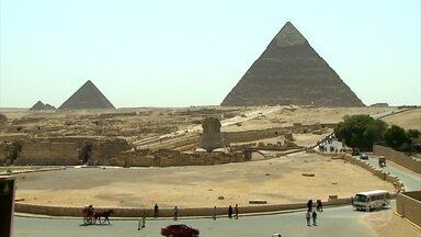 Pirâmides de Quéops, Quéfren e Miquerinos são as mais visitadas do mundo - Sítio arqueológico do Planalto de Gizé é a parte mais turística do Egito. Imenso complexo abriga as gigantes obras mais intrigantes do planeta.