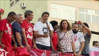 Candidato do PT, Fernando Haddad, faz campanha no Rio de Janeiro - Jornal Nacional mostra como foram as atividades de campanha de candidatos à presidência nesta terça-feira (2).