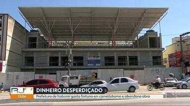 Prefeitura de Itaborái abandona obra de R$ 3 milhões - Obra de camelódromo está parada enquanto prefeitura estuda o que fazer no local. Camelôs devem ser levados para outro lugar, a céu aberto.