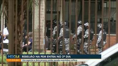 Rebelião em Penitenciária de Maringá entra no segundo dia - Um agente e dois presos estão sendo mantidos reféns.
