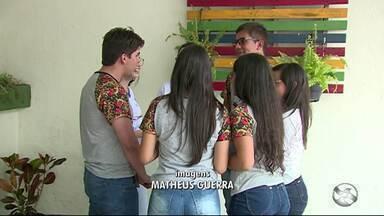 Alunos em Caruaru se preparam para o Enem - Estudantes se preparam para realizar prova.